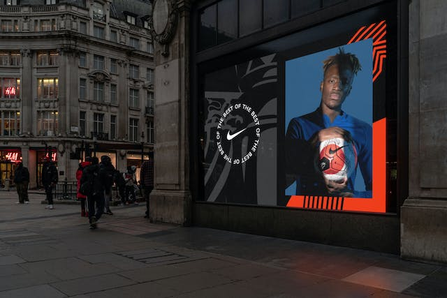 PL NIKE TUNNEL VISION STORE 04
